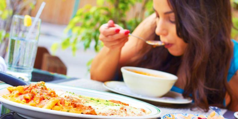Menegur Orang Lain yang Makan Sembarangan di Depan Kita Saat Puasa Ramadhan