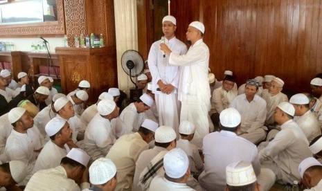 Ustaz Arifin Ilham Bimbing Dua Mualaf Bersyahadat