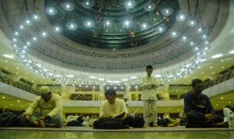 Menggapai Kenikmatan Iktikaf Kala Umrah Ramadhan