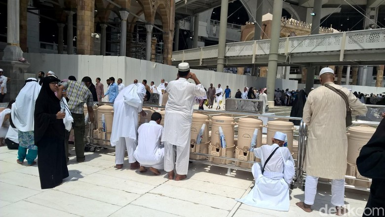 Makkah Terik Suhu 44-45 Derajat, Alhamdulillah Zam-zam Melimpah