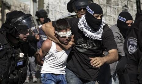 Sudah Main Tangkap, Tentara Israel Curi Uang dan Perhiasan Warga Palestina