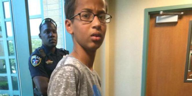 Obama dan Zuckerberg Dukung Ahmed, Remaja Muslim Perakit Jam