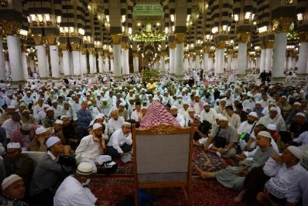 Inilah Makna Shalat Arbain di Masjid Nabawi