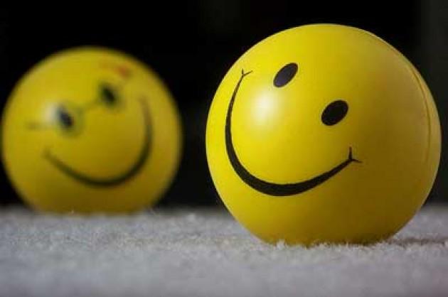 Senyum Menghancurkan Kedengkian