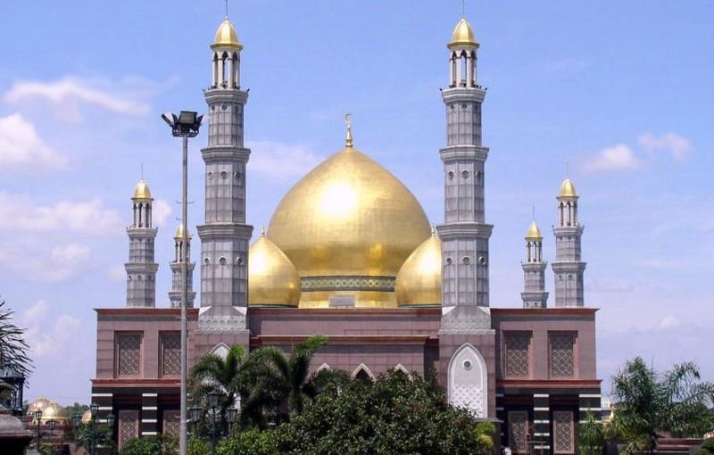 Kemegahan Masjid Kubah Emas Dian Al Mahri