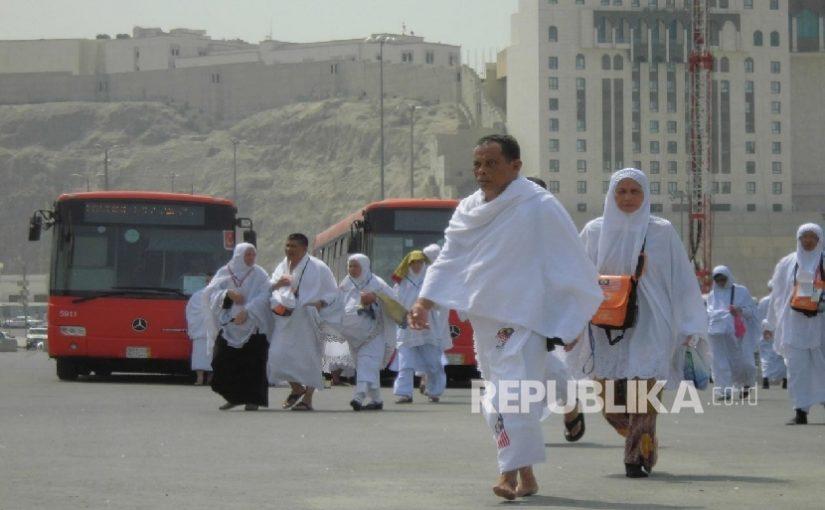Di Kabupaten Ini, Guru Dihadiahi Umrah Gratis