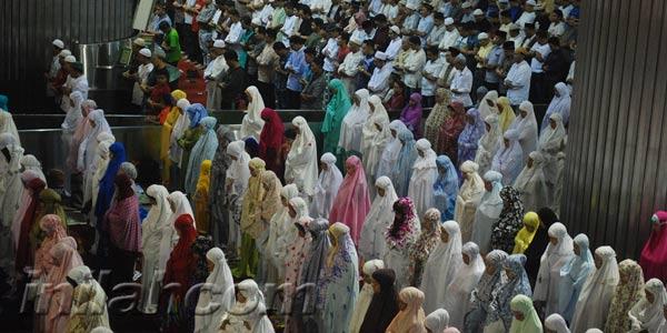 Salat Tarawih bagi Para Wanita, Rumah atau Masjid?