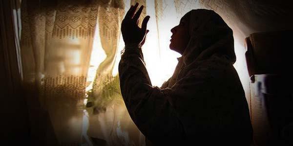 Antara Pendoa dan Adab Berdoa
