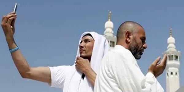 Hobi Mengumbar Amal Saleh di Sosial Media