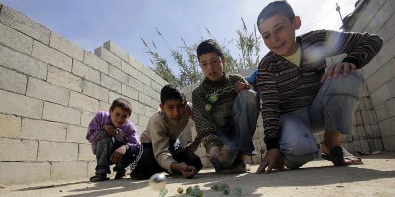 Satu dari Tiga Anak Suriah Tidak Tahu Apa Pun Kecuali Perang