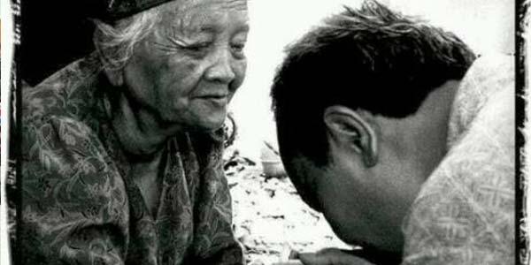 Ibu: Bidadari Surga yang Diturunkan Segera