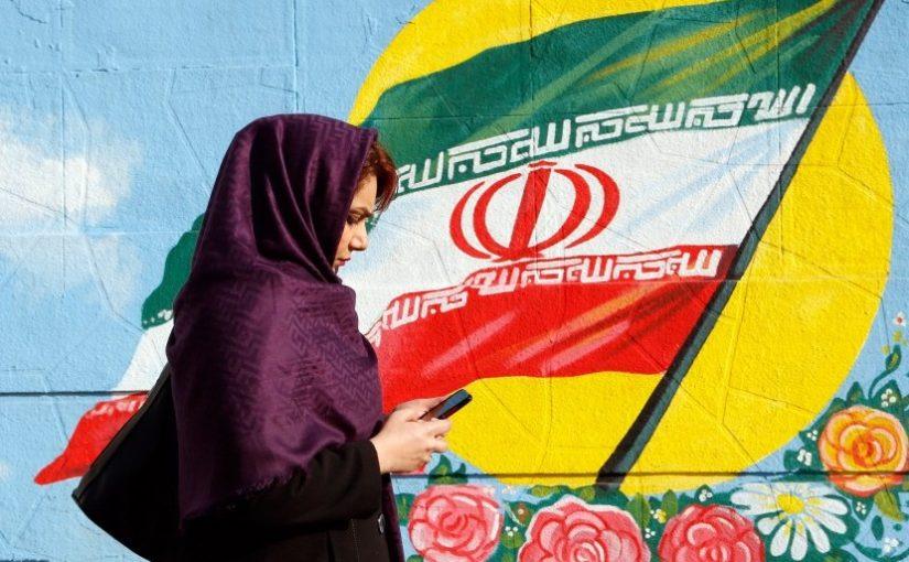 Astaghfirullah… Pria Iran Kenakan Hijab