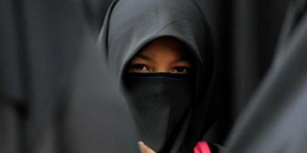 Pakailah Jilbab dengan Benar