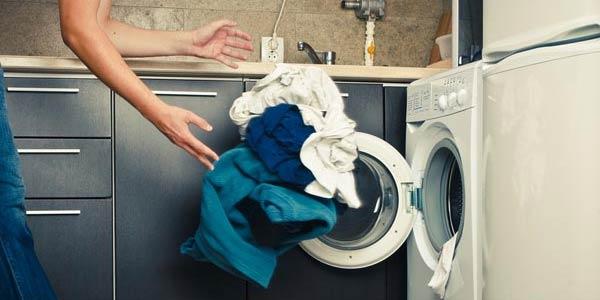 Hukum Mencampur Baju Bernajis dalam Mesin Cuci