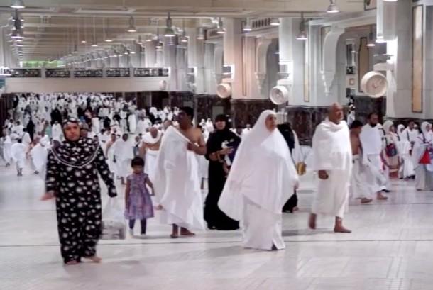 Masa Tunggu Haji Puluhan Tahun, Warga Pilih Umrah