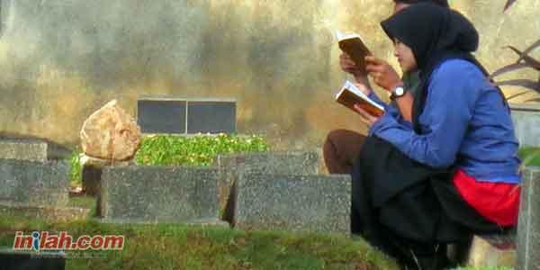 Ini Reaksi Orangtua di Alam Kubur Saat Diziarahi