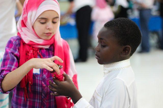Motivasi Anak-Anakmu untuk Mencintai Kebaikan