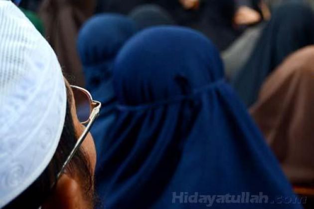 "Poligami, Solusi Mengatasi ""Surplus"" Akhwat"