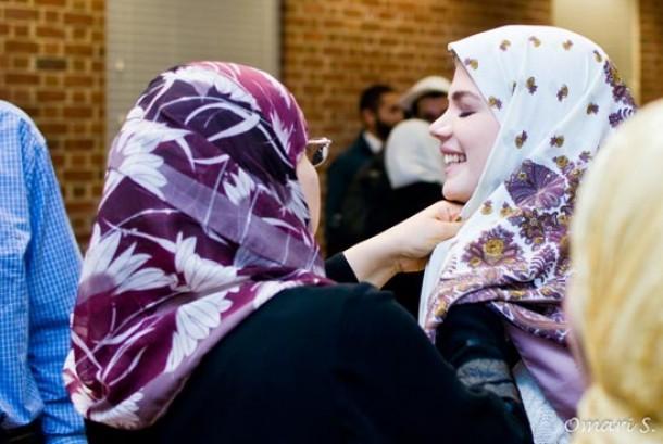 Karina Sering Ikut Shalat Idul Fitri