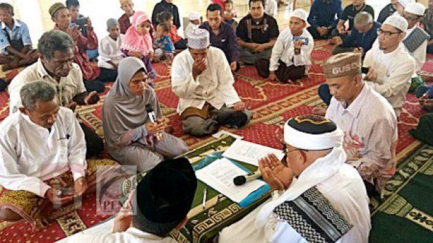Terkesan Pergaulan Umat Islam, Petrus Sekeluarga Bersyahadat di Kupang