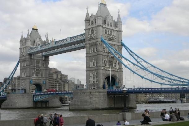 Delapan Pria Bersepeda dari London untuk Berhaji
