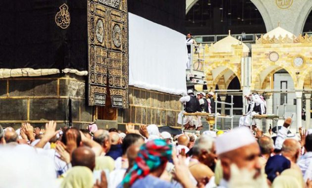 Kiswah Ka'bah Dinaikkan, Tanda Dimulai Musim Haji Tahun Ini