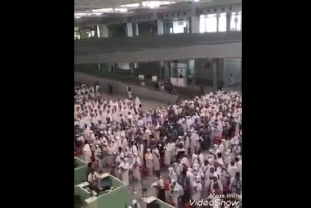 Info Haji 2017: Jamaah Haji Indonesia Tunggu Antrean dengan Bershalawat