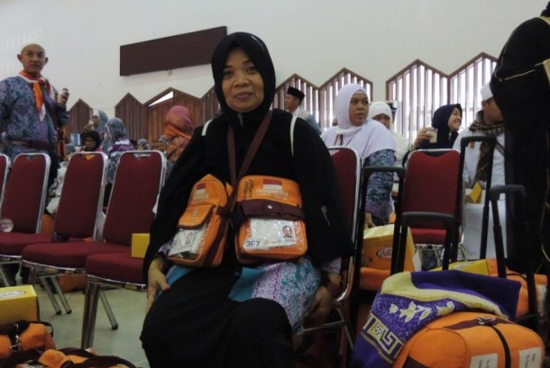Neneng Pulang dari Haji Bersama Kenangan Suami Tercinta
