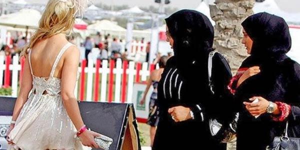 Lepas Jilbab dan Tak Tutup Aurat ialah Dosa Besar