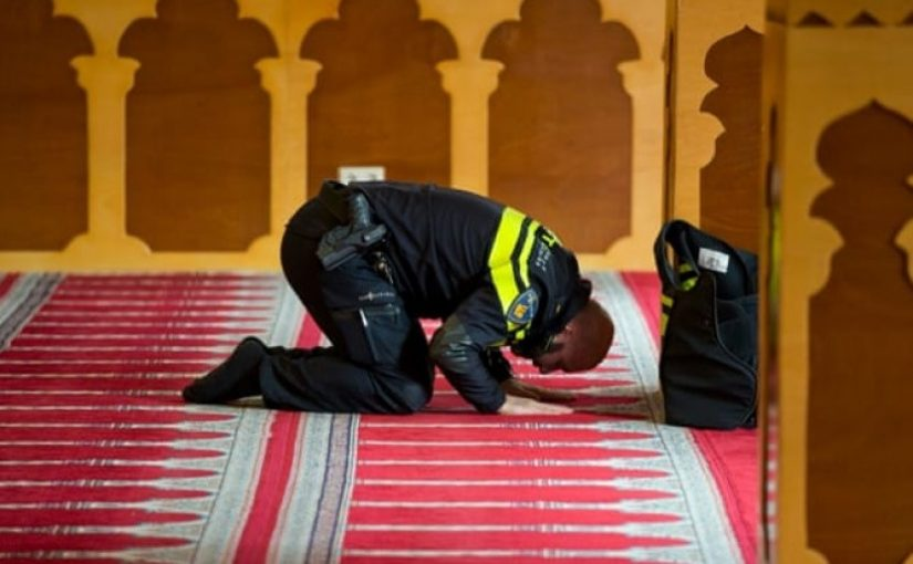 Polisi Belanda Akhirnya Diperbolehkan Kenakan Jilbab