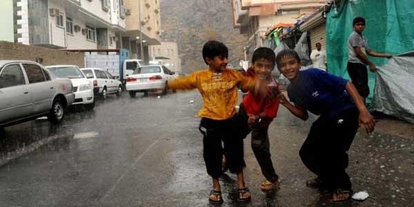 Benarkah Mandi Hujan Sunah?