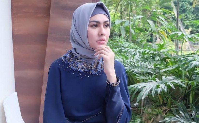 Pakai Hijab, Kartika Putri Minta Tolong Foto Lamanya Dihapus