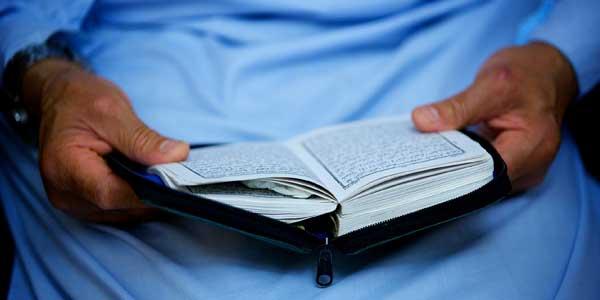Awas! Lantang Baca Alquran saat Orang Lain Salat