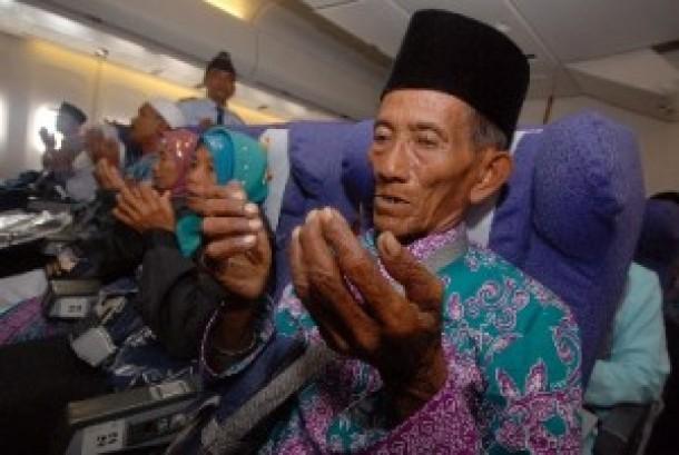 Batas Usia Prioritas Calhaj Dinaikkan Jadi 80 Tahun