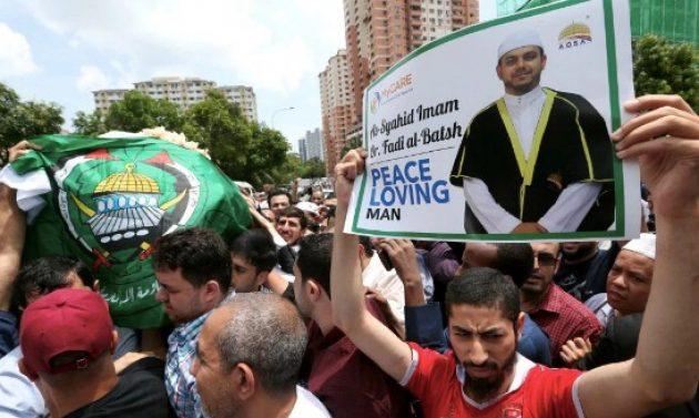 Takbir Iringi Keberangkatan Jenazah Imam asal Palestina menuju Gaza