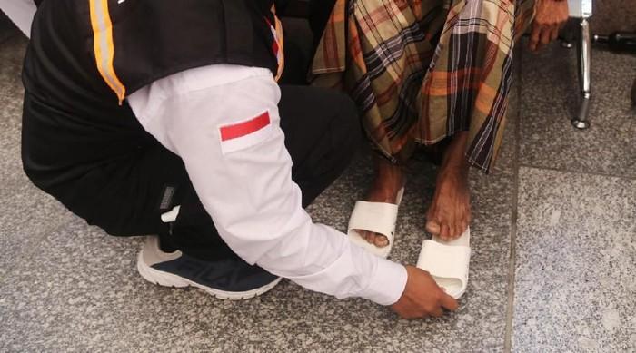 Sandal Bukan Sembarang Sandal, Kalau Berhaji Perlu Pakai Sandal Khusus
