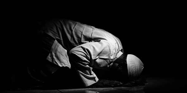 Teladan Umar Bangunkan Keluarga untuk Salat Malam