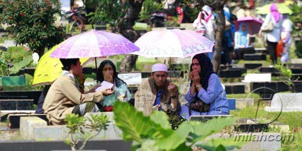Jelang Ramadan: Hukum Ziarah Kubur dan Adabnya