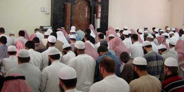 Pesan Rasulullah: Pria Salat Berjemaah di Masjid