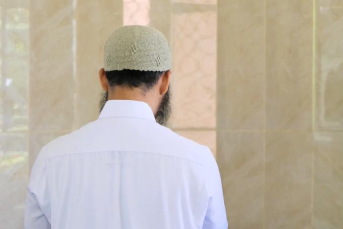 Hukum Shalat Jumat di Rumah, Jama'ah Kurang dari 40 Orang