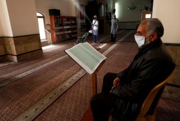 Memakmurkan Masjid di Tengah Wabah Covid-19