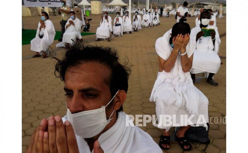 Puncak Haji 2020, Jamaah Berdoa di Jabal Rahma di Arafah