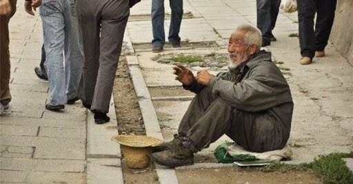 Kisah Cucu Nabi Saw. Makan Bersama Orang-Orang Miskin di Pinggir Jalan