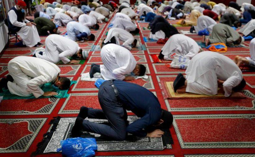 Tips untuk Mualaf Agar Khusyuk Saat Sholat
