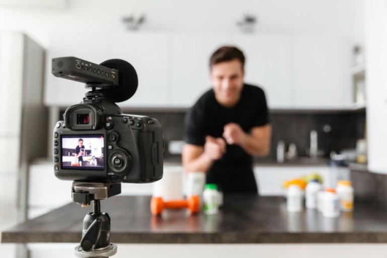 Penghasilan Bekerja sebagai Youtuber, Apa Hukumnya